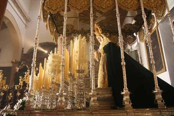 La Virgen del Rocío en su palio.  Foto: A.S.Carrasco