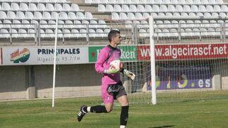 El Algeciras vence al San Fernando con goles de Chapi y vuelve a la 'liguilla'.El público impulsó y animó al equipo en todo momento./Fotos:J.M.Quiñones  Foto: J.M.Q.