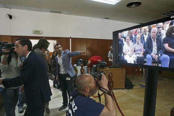 Los medios de comunicación pudieron seguir la sesión del juicio a través de unos monitores instalados en la sala de prensa de la Audiencia./Fotos:Joaquín Pino/Lourdes de Vicente  Foto: Joaquin Pino / Lourdes de Vicente