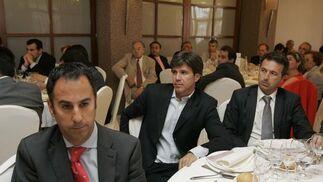 Iván Gómez, jefe de local de Diario de Almería, Miguel Ángel Castellón, diputado provincial, y Jesús Caicedo, alcalde de Cuevas del Almanzora.  Foto: J. Alonso/ R. Gonzalez