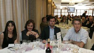 Aránzazu Martín, parlamentaria andaluza, María Muñiz, concejal de Personal del Ayuntamiento, Francisco Góngora, candidato por el PP en El Ejido, y Juan Cantón, empresario.  Foto: J. Alonso/ R. Gonzalez