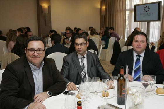 José Antonio Fuentes, director de Interalmería TV, José Luis Martínez, director de Bankia, y Francisco Vargas, presidente de Asaja.  Foto: J. Alonso/ R. Gonzalez