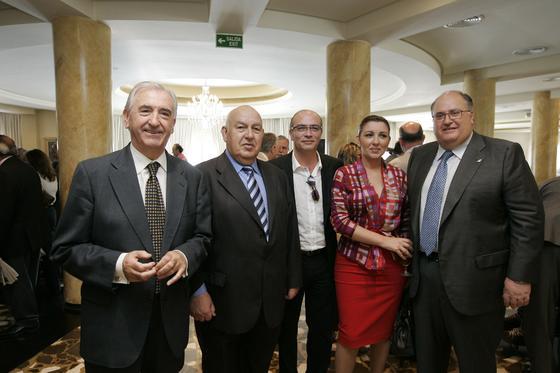 Políticos y empresarios de la provincia, de trayectoria más que dilatada, asistieron al encuentro con María Dolores de Cospedal.   Foto: J. Alonso/ R. Gonzalez