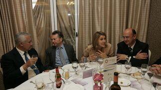 El presidente del Grupo Joly junto con Javier Arenas, presidente de los populares andaluces, la secretaria general del PP, María Dolores de Cospedal y el presidente de PhiloSeed, Manuel López Fernández.  Foto: J. Alonso/ R. Gonzalez