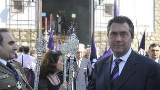 Juan Espadas, en la salida del Cautivo de Torreblanca.  Foto: Juan Carlos Vázquez