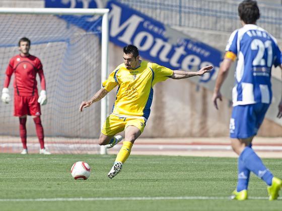 Serrano se lesionó y tuvo que abandonar el terreno de juego a los 8 minutos.   Foto: LOF