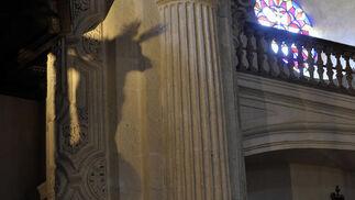 El Amor, reflejado en un pilar del Salvador  Foto: Manuel Gómez