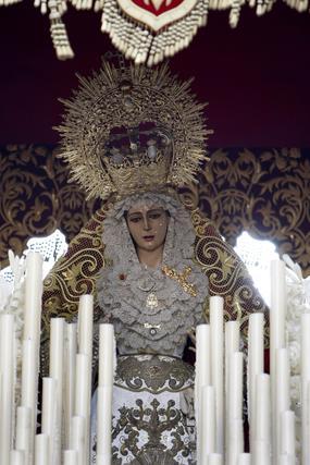 La hermandad de Las Penas recorre el Casco Histórico.  Foto: Jose Braza