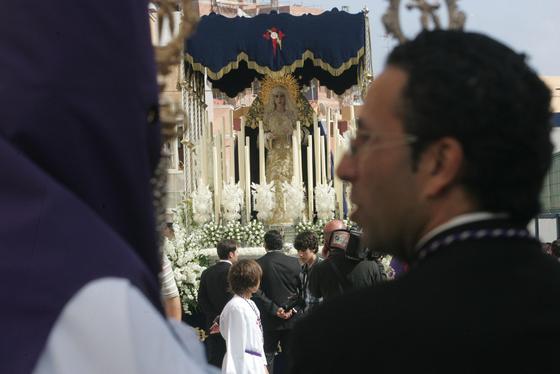Jesús del Amor se abre paso entre hojas de palma en Algeciras./Fotos:José María Quiñones  Foto: J.M.Q./Paco Guerrero/Shus Teran/Erasmo Fenoy