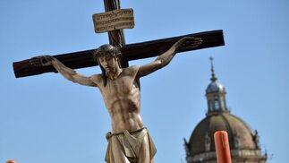 El Cristo del Perdón con la Catedral al fondo.  Foto: Manuel Aranda