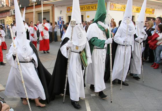 Nazarenos que acompañan a la hermandad de la Flagelación./Fotos: Andrés Mora  Foto: Andres Mora