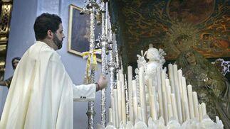 La hermandad del Prendimiento inicia su recorrido procesional.  Foto: Joaquin Pino