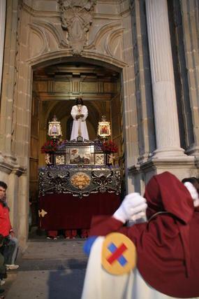Sobrecogedora estampa en las calles de Tarifa con el cristo de Medinaceli y la Virgen de La Esperanza./Fotos:Shus Terán  Foto: J.M.Q./Paco Guerrero/Shus Teran/Erasmo Fenoy