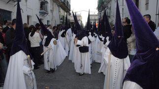 Los nazarenos que acompañaron al cristo de La Columna./Fotos:Rioja  Foto: Elias Pimentel/Rioja