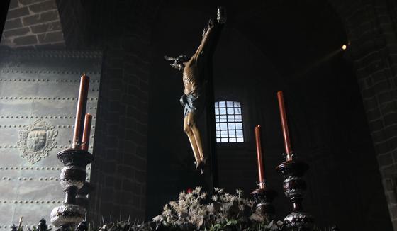 El Cristo de la Viga, momentos antes de salir de la Catedral.  Foto: Miguel Ángel González