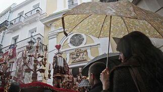 La hermandad de Ecce Homo tuvo que suspender su salida por la lluvia.  Foto: Lourdes de Vicente