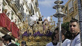 La cofradía de Cigarreras cumplió con sus fieles en este Miércoles Santo.   Foto: Julio Gonzalez