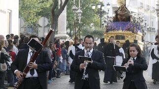 Salida procesional de la Hermadad del Caminito, luciéndose en todo su esplendor a su paso por la Alameda Apodaca  Foto: Joaquin Pino