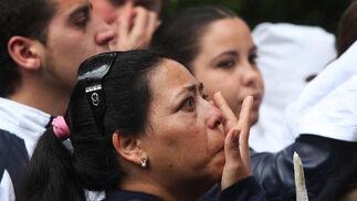 Una mujer llora ayer en las inmediaciones de la iglesia de San Benito.  Foto: Vanesa Lobo