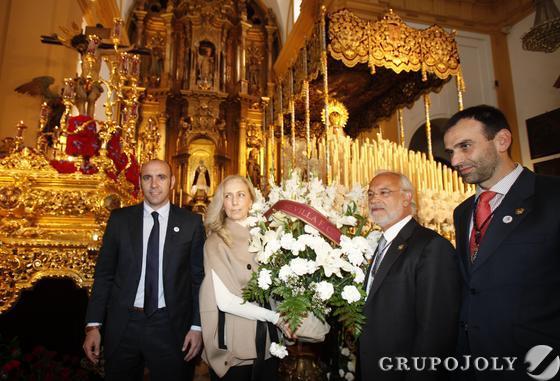 Ofrenda del Sevilla FC a la Hermandad de San Bernardo  Foto: Juan Carlos Muñoz