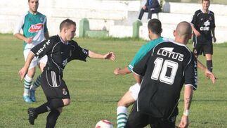 Los linenses empatan sin goles en Puerto Real y celebran el título de campeón de Liga.  Foto: Paco Guerrero