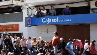 Esta fiesta taurina tradicional del Domingo de Resurrección en la provincia, atrae a miles de visitantes. Una mujer sufrió una espectacular embestida sin consecuencias./Fotos:Ramón Aguilar  Foto: Ramon Aguilar
