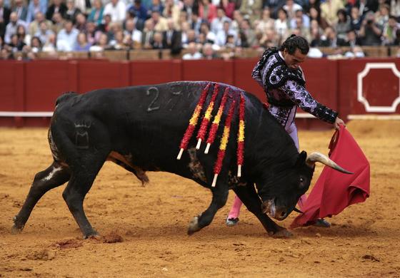 Iván Fandiño, en la faena de muleta ante el quinto.  Foto: Juan Carlos Muñoz