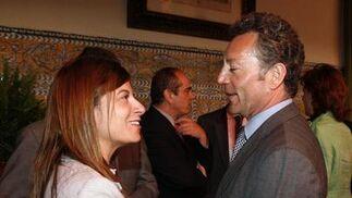 José Joly saluda a la secretaria de Estado Bibiana Aído.