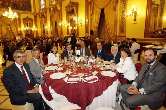 R. Villar, R. Valenzuela, J. Ojeda, F. J. Domínguez, F. García, E. Moyano, C. Prieto, A. Castilla y J. Pérez.