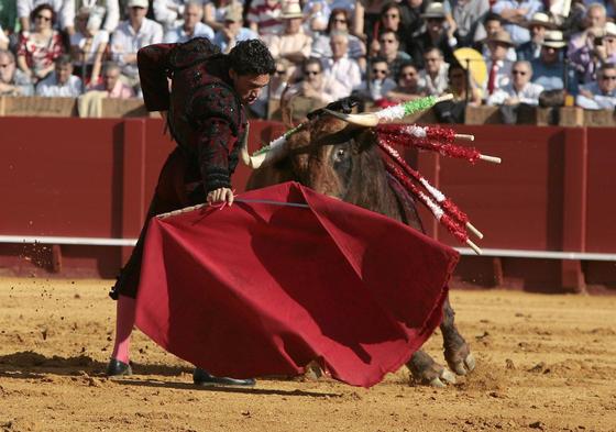 El camero Alfonso Oliva no tuvo muchas oportunidades con el primer toro.  Foto: Juan Carlos Muñoz