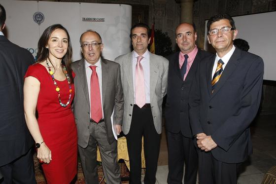 Rosa Santos, subdirectora general institucional de Cajasol,  junto a otros directivos como Francisco Fernández, Ángel Monje y José María Jiménez.  Foto: Jose Braza