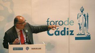 Fernando González Laxe, durante su intervención de ayer en el Foro de Cádiz.  Foto: Jose Braza