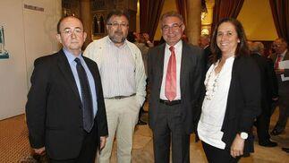Francisco Blanco, Pablo Lorenzo y la periodista Montse Barreiro.  Foto: Jose Braza