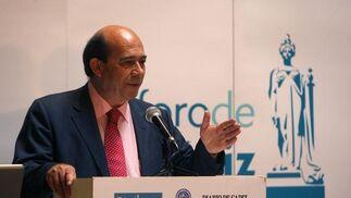 Rafael Barra fue el encargado de presentar al conferenciante.  Foto: Jose Braza