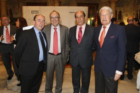 Rafael Román, el conferenciante Fernando González Laxe, Rafael Barra y Miguel Nuche.  Foto: Jose Braza