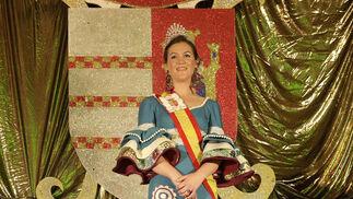 La reina juvenil, Anna Daphne Brophy, emocionada desde el escenario, una vez coronada  Foto: Erasmo Fenoy