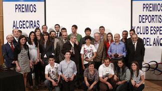 Galardonados, candidatos y menciones especiales posan juntos en el Auditorio Millán Picazo  Foto: Vanessa Perez