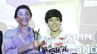 Los ganadores posan con los trofeos  Foto: Vanessa Perez