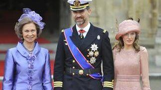 La Reina Sofía, acompañada por los Príncipes de Asturias.   Foto: Reuters