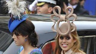 Las princesas de York, Eugenia y Beatriz.  Foto: Reuters