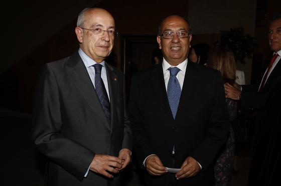 Manuel del Valle y Juan Manuel Suárez Japón, alcalde y consjero de Cultura durante la creación del teatro. / A. Pizarro · V. Hidalgo