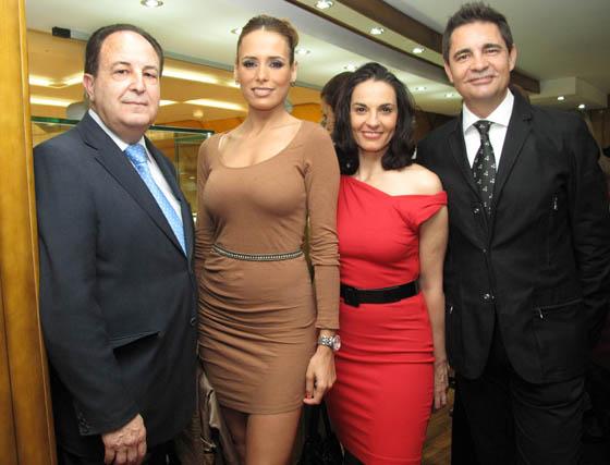 El fotógrafo Miguel Ángel Trelles, Joana Domínguez, modelo internacional; Pilar Astola, bailaora y el periodista Rafael Cremades.  Foto: Victoria Ramírez