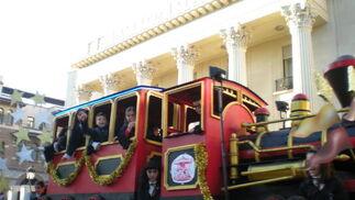 Sus Majestades Melchor, Gaspar y Baltasar inician el recorrido por las calles de Málaga acompañados de sus pajes y guardia  Foto: I. Mateos
