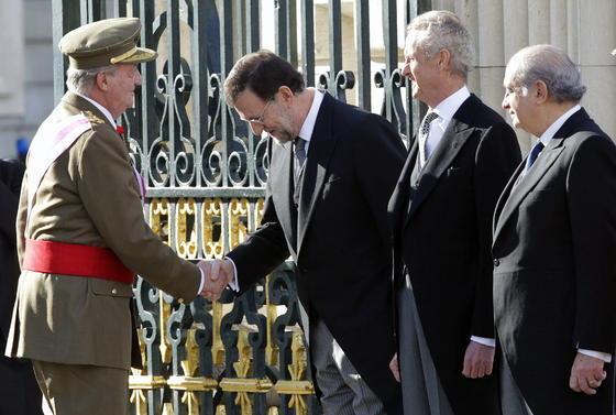 El Rey saluda a Mariano Rajoy  Foto: EFE