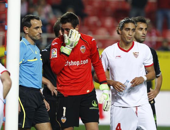 El Sevilla no puede remontar al Valencia en el Sánchez Pizjuán y queda eliminado de la Copa del Rey (2-1). / Antonio Pizarro