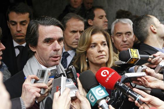 El ex presidente el Gobierno José María Aznar y su mujer y alcaldesa de Madrid, Ana Botella. /EFE