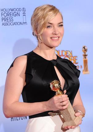Kate Winslet, Globo de Oro a mejor actriz de una mini-serie o película televisiva por 'Mieldred Pierce'. / AFP