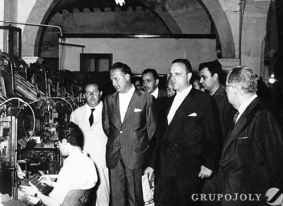 Fraga, en los talleres, junto a Guillén Moreno, Federico Joly Díez de la Lama y Federico Joly Höhr, entre otros.  Foto: Juman