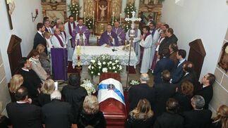 Imagen general de la capilla donde se ha oficiado la misa por Manuel Fraga.  Foto: Efe/Reuters