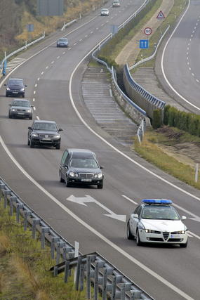 El coche fúnebre viaja a Galicia.  Foto: Efe/Reuters
